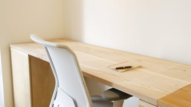 カラーボックスで机をDIYしよう|作り方やアイデア例は?理想の机が簡単に!